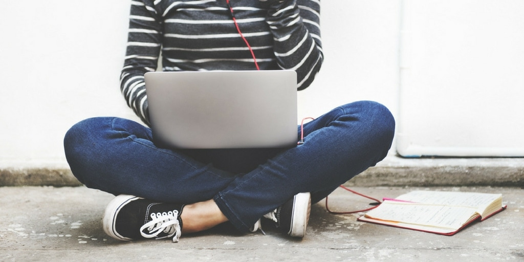 Young-woman-using-a-laptop-to-online-shop